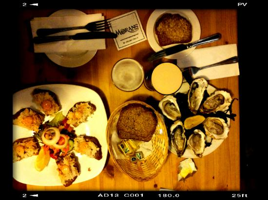 Morans Oyster Cottage: oysters and crab