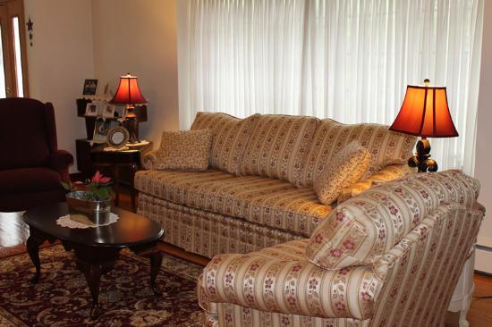 The Belsar Inn Bed & Breakfast : Formal Living Room