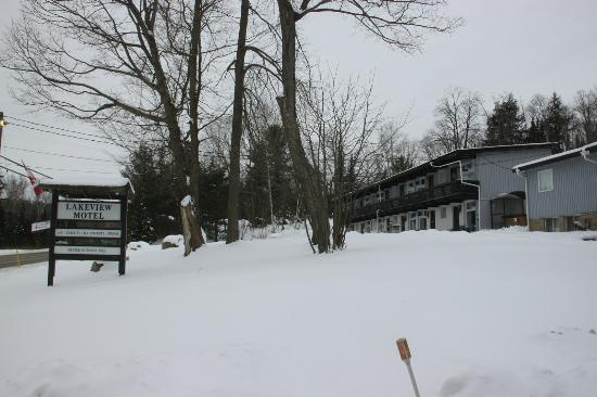 Lakeview Motel: View from the entrance