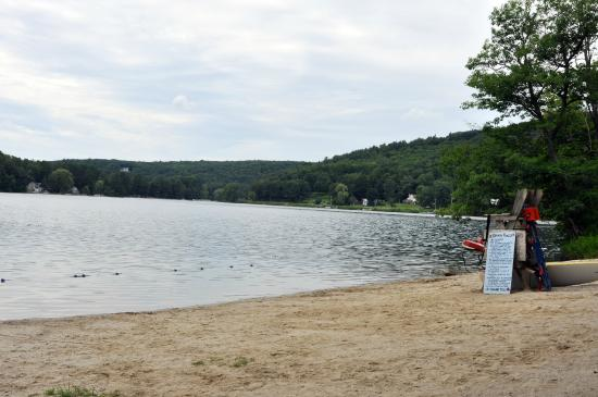 Shaker Meadows Bed and Breakfast: Your room key is your pass to this private beach at nearby Queechy Lake