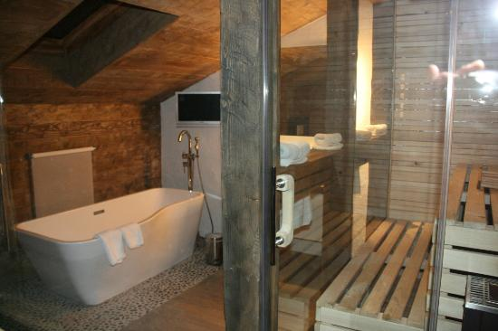 Relais-Chalet Wilhelmy: Badezimmer mit Sauna Alm-Chalet