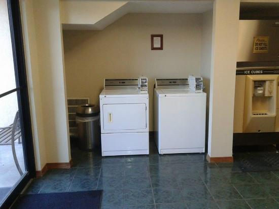 GuestHouse Inn Fort Smith: Guest Laundry