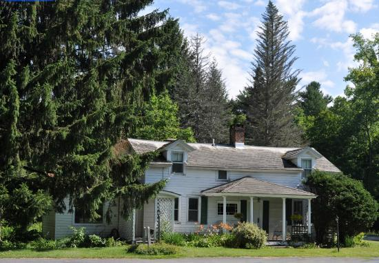 Shaker Meadows Bed and Breakfast: The 1790s Farmhouse at Shaker Meadows