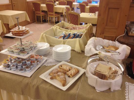 Hotel Sant'Ilario: Ottimi i cornetti!