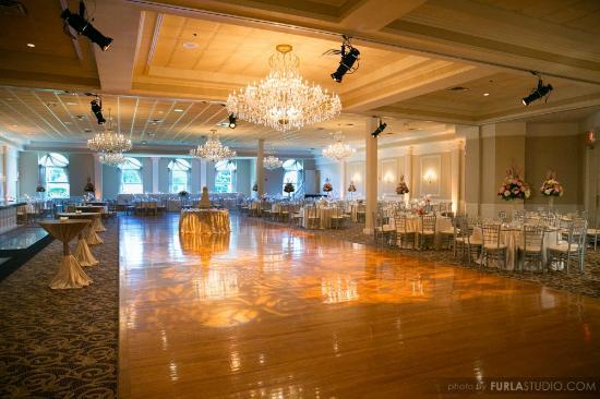 Abbington Distinctive Banquets Event Lighting