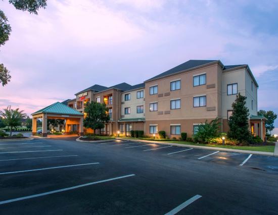 Courtyard Montgomery Prattville : Hotel Exterior