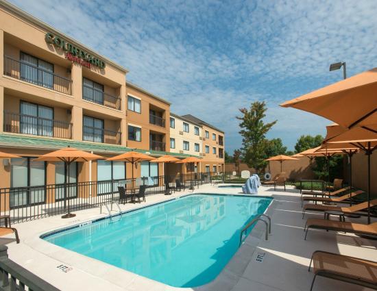 Courtyard Montgomery Prattville: Outdoor Pool