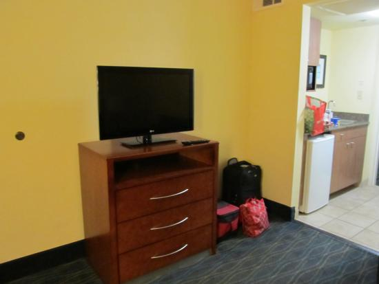 Holiday Inn Express & Suites Wilmington - University Center: The TV