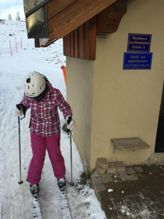 Résidence Goélia Les Chalets de la Toussuire : ski direct to the entrance of the apartment