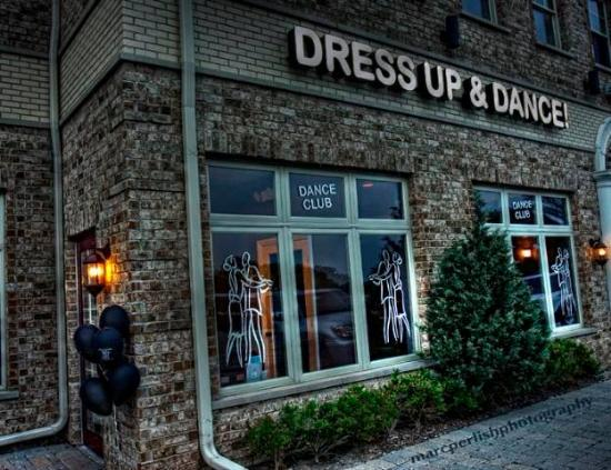 ‪Dress Up and Dance‬
