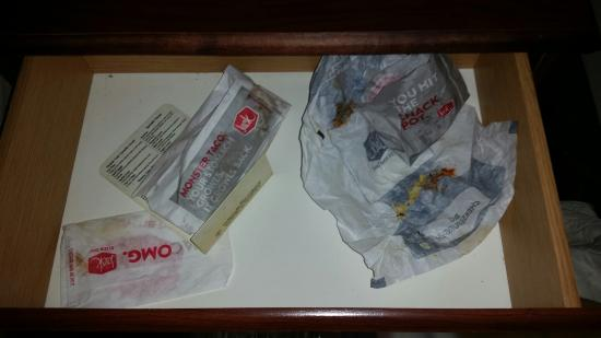 Super 8 Charlotte / Northlake: previous guests garbage left for us- super 8 Charlotte NC