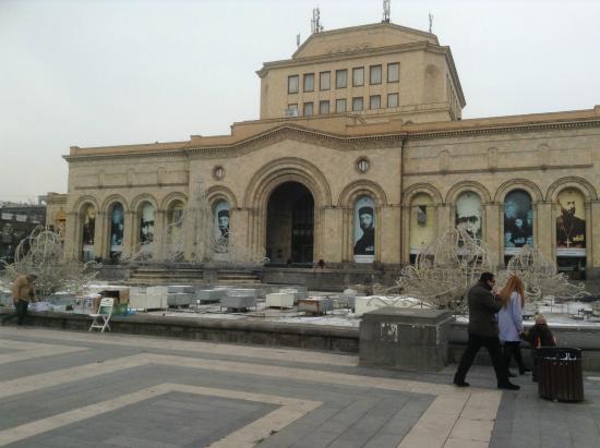 National Art Gallery: Вход в гелерея - 2-ой этаж