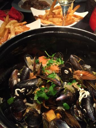 Brasserie Au Bon Plaisir: Mussels with pomme frites