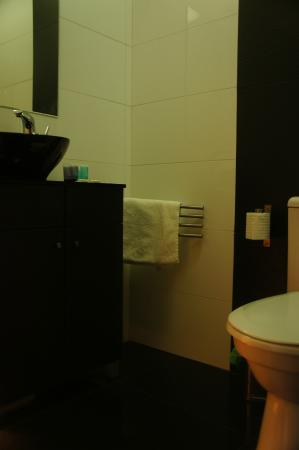 City Hotel Jerusalem : Bathroom