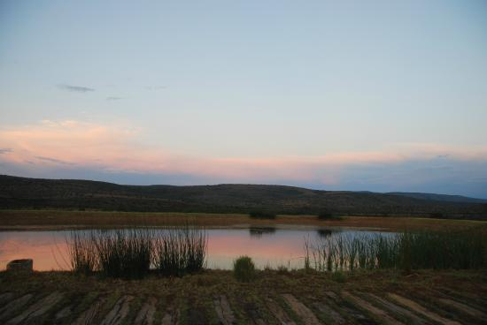 Ufumene Game Lodge: View over dam