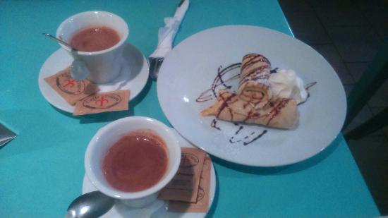 Cafe Verne : Hot chocolate with pancakes