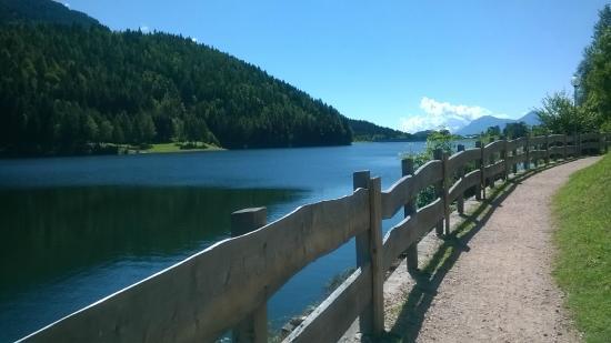 Bedollo, Италия: Passeggiata sul lago