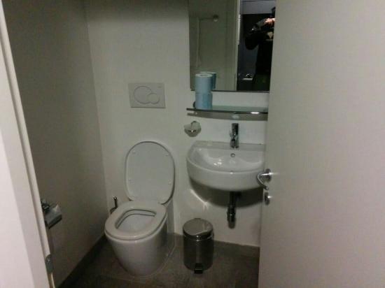 Re Testa: Bagno della camera! Pulitissimo e doccia spaziosa!