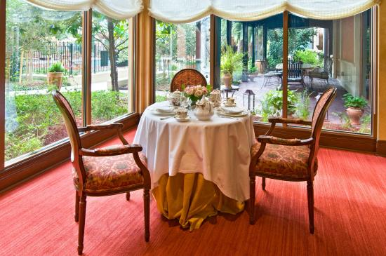 Hotel Granduca Houston: Afternoon Tea at Cavour- do not miss this!