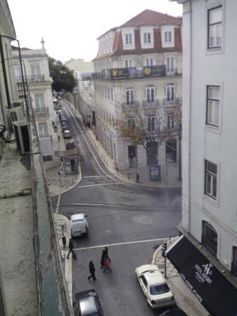 Lisbon Poets Hostel: Vue du balcon de la chambre