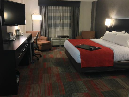 Holiday Inn Milwaukee Riverfront: Updated Rooms