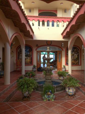 Casa de Ensuenos B & B: Entryway