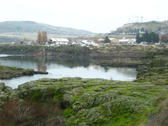 Shilo Inn & Suites - The Dalles : Viewing east toward Indian campgroung