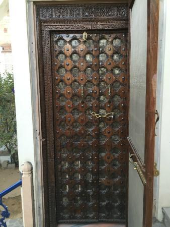 Dera Mandawa: Door to the peacock room