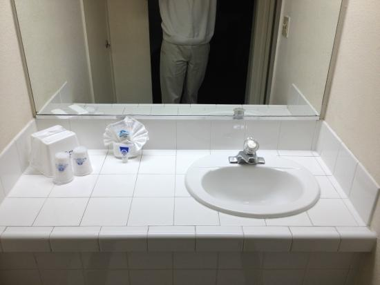 Americas Best Value Inn Las Vegas: Sink in the bedroom