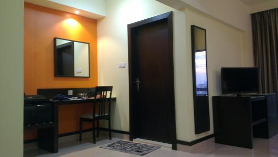 فندق بانوراما بور دبي: Dressing table plus washroom