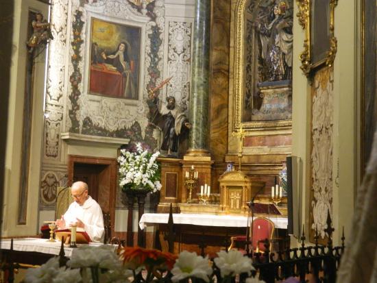 Iglesia de San José: Celebrando la misa
