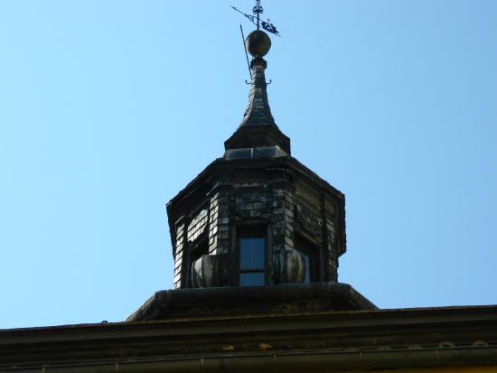 Iglesia de San José: Torre de la parroquia sobre calle Marqués de Valdeiglesias