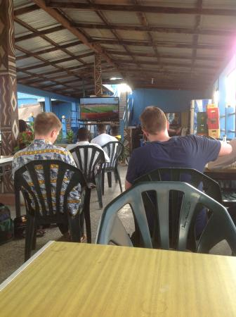 Crest Restaurant: Customers watching soccer at the lower terrace