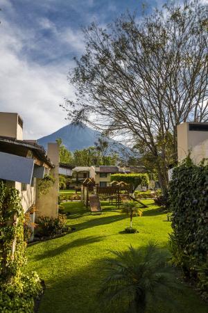 Soleil La Antigua: Vista del Volcan de Agua