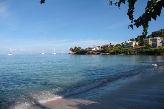Grand Anse Beach Palace Hotel : Vista desde la puertita a la playa