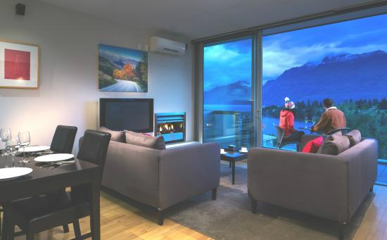 Pounamu Apartments: 1 or 2 bedroom upstairs lounge with view