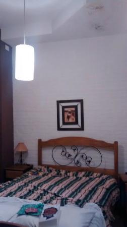 Departamentos Amantea : La parte que se ve pintada de violeta es por donde pasaban los deshechos del baño de arriba