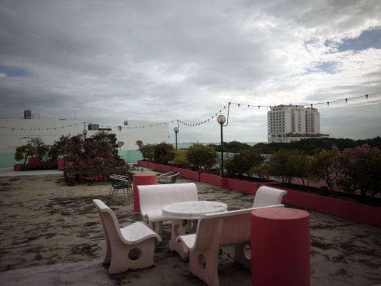 Hotel Mingood: Restoran di lantai paling atas