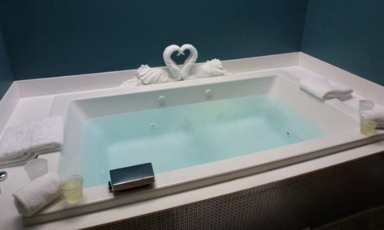Quapaw Bathhouse: Microsilk Tub for Two