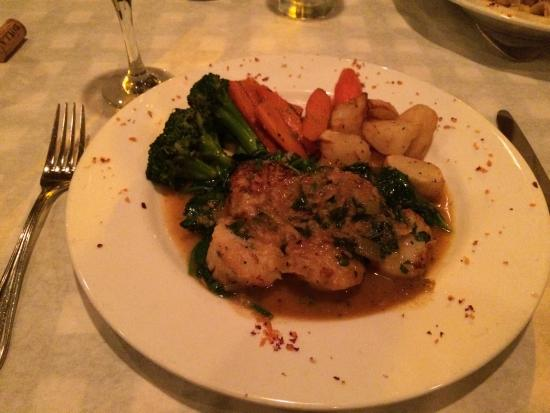 Osteria Romantica: Sea Scallops on a bed of spinach with carrots, broccoli and potatoes