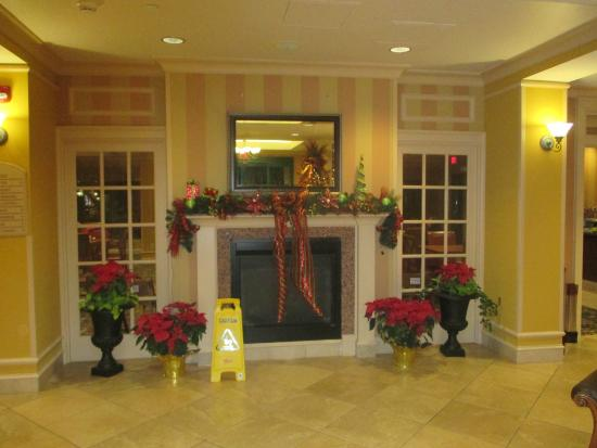 Holiday Inn Express Hotel & Suites Florence I-95 @ Hwy 327: Christmas decorations in the lobby