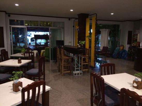 Karon Living Room: Зал для завтраков, обедов и ужинов