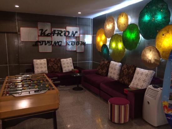 Karon Living Room : Холл отеля