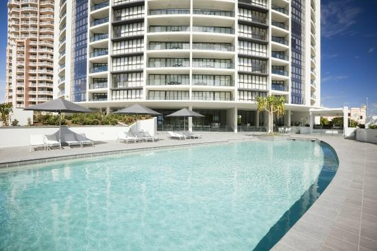 Mantra Sierra Grand: Swimming Pool and Exterior