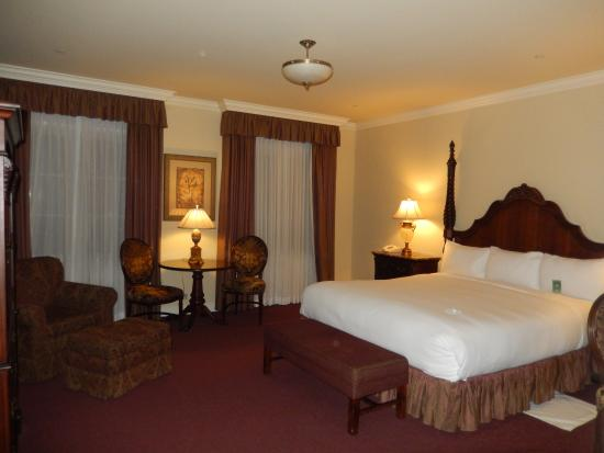 The Carlton Hotel: Room 209 Vintage King