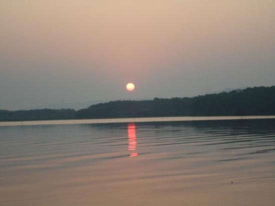 Dr. Salim Ali Bird Sanctuary: Beautiful sunrise getting reflected in the Mandovi river.