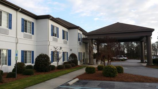 Quality Inn & Suites: outside front