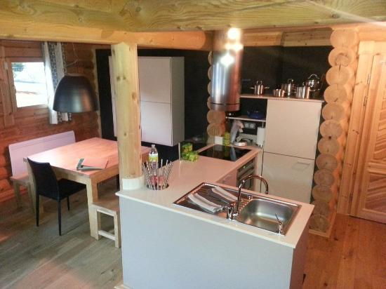 Chalet Ana : Llose: kitchen & dining area