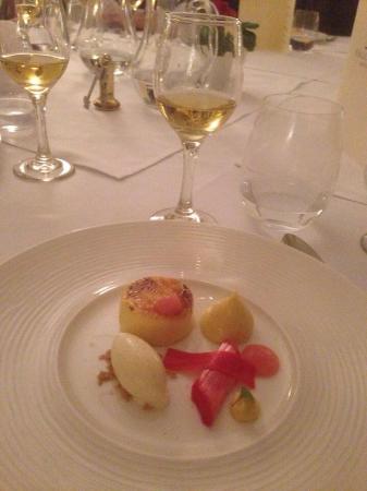 Kingston Bagpuize, UK : Rhubarb and custard brûlée-That custard was gorgeous!!