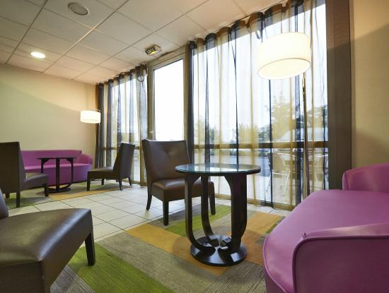 Salon picture of kyriad clermont ferrand sud la - Salon clermont ferrand ...